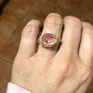 Jewelry - Beautiful gold wire ring with dazzling pink bead